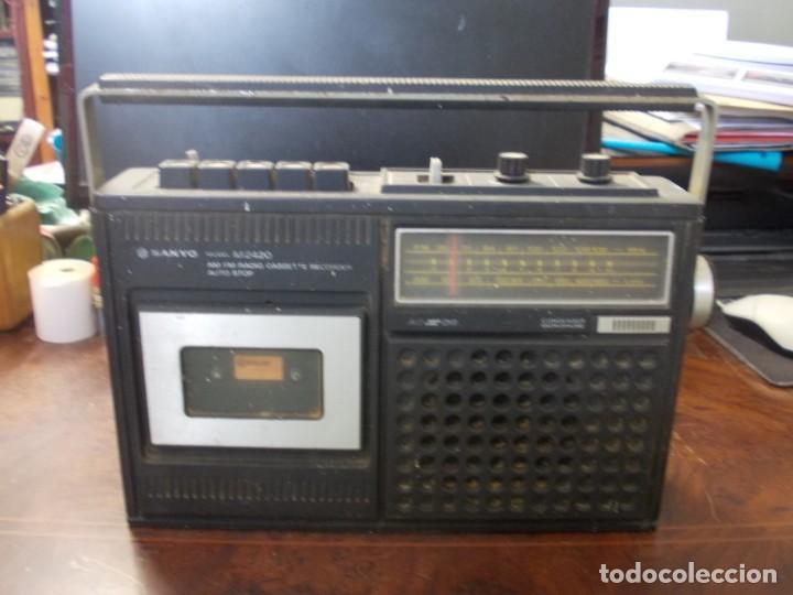 RADIO CASSETTE RECORDER AUTO STOP SANYO MODEL M2420, NO FUNCIONA, PARA PIEZAS O REPARAR (Radios, Gramófonos, Grabadoras y Otros - Transistores, Pick-ups y Otros)