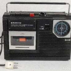 Radios antiguas: RADIO CASSETTE SANYO. MODELO M 2402-3FZ. BANDAS AM-FM.. Lote 269993723