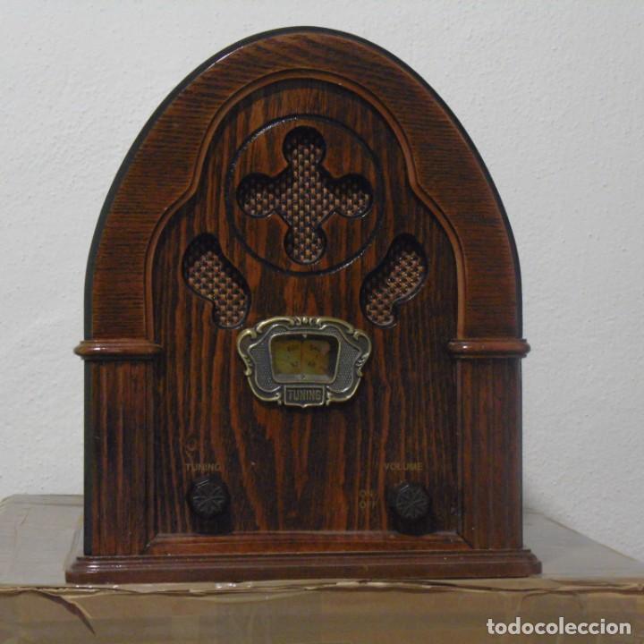 RADIO CAPILLA TIPO ANTIGUA. MUY DECORATIVA. SIN USO. (Radios, Gramófonos, Grabadoras y Otros - Transistores, Pick-ups y Otros)