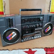 Radios antiguas: RADIO CASSETE 2WAY ULTRA RETRO DECORATIVO. Lote 205511560