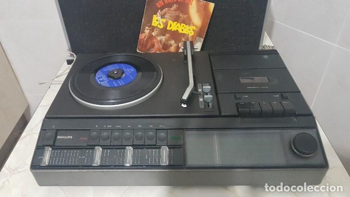 TOCADISCOS RADIO-CASSETTE PHILIPS 960 CON SUS ALTAVOCES ORIGINALES - FUNCIONANDO MUY BIEN (Radios, Gramófonos, Grabadoras y Otros - Transistores, Pick-ups y Otros)