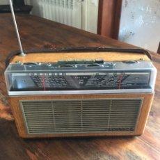 Radios antiguas: RADIO TRANSISTOR PHILIPS ANTIGUA DE MADERA.. Lote 206464021