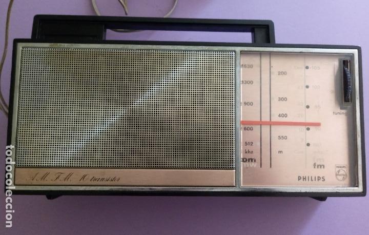 AM FM 10 TRANSISTOR PHILIPS - FUNCIONA (Radios, Gramófonos, Grabadoras y Otros - Transistores, Pick-ups y Otros)