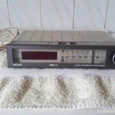 Radios antiguas: ANTIGUO RADIO RELOJ PHILIPS. Lote 206992878