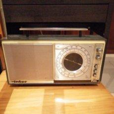 Radios antiguas: RADIO A PILAS ANTIGUA FUNCIONANDO. Lote 210522233