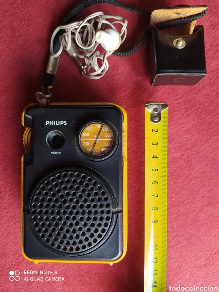 Radios antiguas: TRANSISTOR PHILIPS DOS BANDAS FUNCIONANDO AURICULARES ORIGINALES CON FUNDA DE CUERO , VER FOTOS 50 C - Foto 5 - 211266929