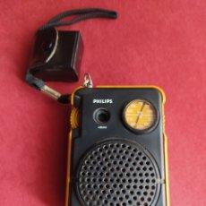 Radios antiguas: TRANSISTOR PHILIPS DOS BANDAS FUNCIONANDO AURICULARES ORIGINALES CON FUNDA DE CUERO , VER FOTOS 50 C. Lote 211266929