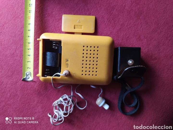 Radios antiguas: TRANSISTOR PHILIPS DOS BANDAS FUNCIONANDO AURICULARES ORIGINALES CON FUNDA DE CUERO , VER FOTOS 50 C - Foto 6 - 211266929