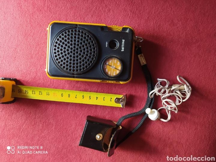 Radios antiguas: TRANSISTOR PHILIPS DOS BANDAS FUNCIONANDO AURICULARES ORIGINALES CON FUNDA DE CUERO , VER FOTOS 50 C - Foto 4 - 211266929
