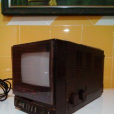 Radios antiguas: RADIO Y TELEVISOR MARCA SILVER. Lote 212420778