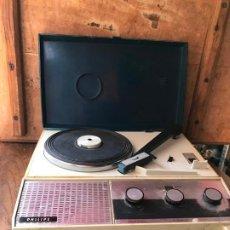 Radios antiguas: TOCADISCOS PHILLIPS FUNCIONANDO. Lote 212471802