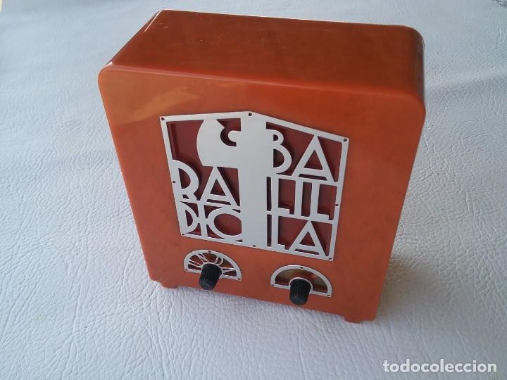 RÉPLICA DE RADIO EN MINIATURA BALILLA 1939 FUNCIONANDO COLECCION RADIOS DE ANTAÑO (Radios, Gramófonos, Grabadoras y Otros - Transistores, Pick-ups y Otros)