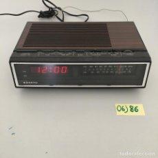 Radios antiguas: RADIO DESPERTADO SANYO VINTAGE. Lote 213920907