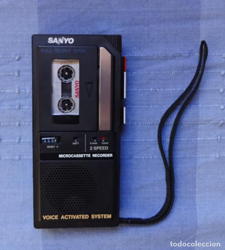 Radios antiguas: GRABADORA DE MINICASETES SANYO TRC 5495, CON FUNDA Y CAJA ORIGINAL. FUNCIONANDO - Foto 2 - 215323801