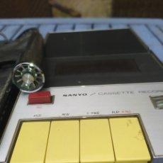 Radios antiguas: SANYO CASSETTE RECORDER, M-88D. CON MICRO Y FUNDA. Lote 215715301