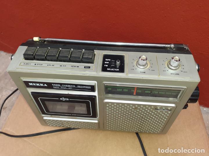 Radios antiguas: RADIO CASSETTE MEKKA FUNCIONANDO - Foto 2 - 217055428