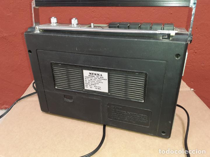 Radios antiguas: RADIO CASSETTE MEKKA FUNCIONANDO - Foto 3 - 217055428