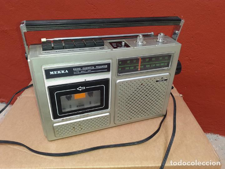 RADIO CASSETTE MEKKA FUNCIONANDO (Radios, Gramófonos, Grabadoras y Otros - Transistores, Pick-ups y Otros)