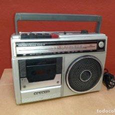 Radios antiguas: RADIO CASSETE RECORDER SANYO M-2402-F FUNCIONANDO. Lote 217055503