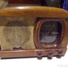 Radios antiguas: ANTIGUA RADIO DE VALVULAS COMPLETA. Lote 217201815