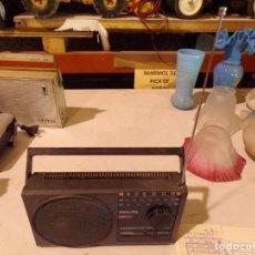 Radios antiguas: RADIO TRANSISTOR VINTAGE PHILIPS FUNCIONANDA. Lote 217314837