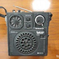 Radios antiguas: RADIO PORTÁTIL SANYO AÑOS 70. Lote 219008050