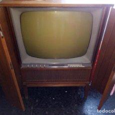 Radios antiguas: TELEVISOR SABA AÑOS 50, FUNCIONANDO SALE NIEVE CUANDO SE ENCIENDE, MIRAR VIDEO. Lote 219720168