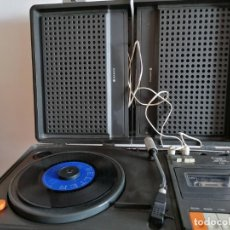 Radios antiguas: MALETA CON TOCADISCOS, RADIO Y CASETTE INCORPORADO* SANYO*AÑOS 70 FUNCIONA PERFECTAMENTE!!MEDIDAS. Lote 220460602