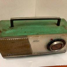Radios antiguas: ANTIGUO RADIO TRANSISTOR VANGUARD SUPER ATLAS. ABSOLUTAMENTE VINTAGE. COLOR VERDE. Lote 220543956