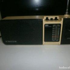 Radios Anciennes: RADIO VINTAGE LAVIS 990 INTEGRATED CIRCUIT SOLID ESTATE - FUNCIONANDO PILAS Y RED ONDA MEDIA, FM NO. Lote 220605630