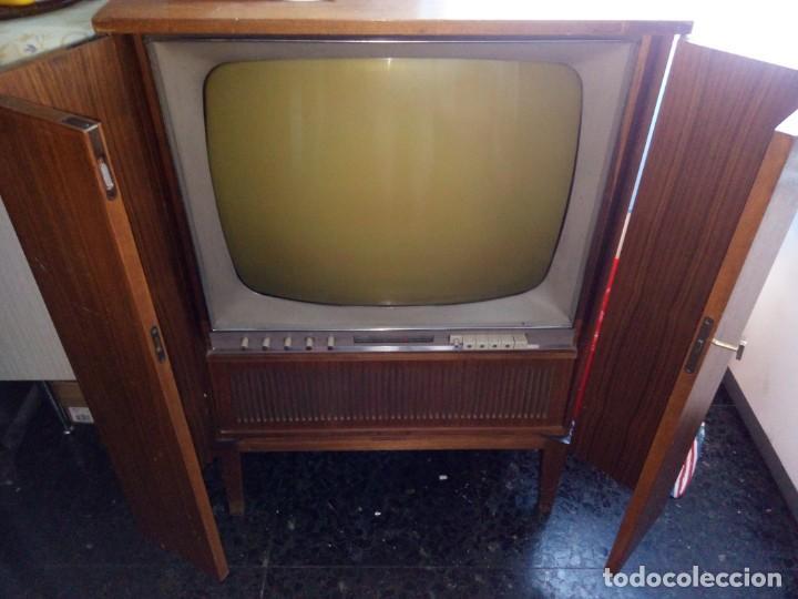 2 APARATOS , 1 TV ANTIGUO SABA MAS 1 RADIO TOCADISCOS GRUNDIG (Radios, Gramófonos, Grabadoras y Otros - Transistores, Pick-ups y Otros)