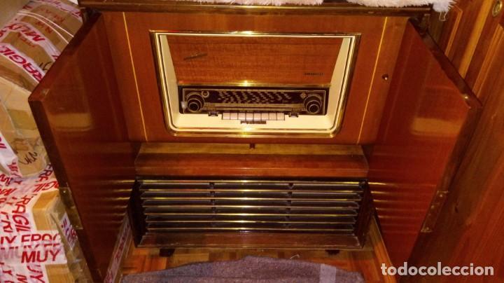Radios antiguas: 2 APARATOS , 1 TV ANTIGUO SABA MAS 1 RADIO TOCADISCOS GRUNDIG - Foto 2 - 220665640
