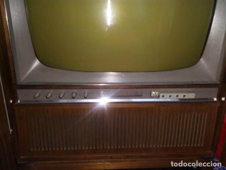 Radios antiguas: 2 APARATOS , 1 TV ANTIGUO SABA MAS 1 RADIO TOCADISCOS GRUNDIG - Foto 3 - 220665640