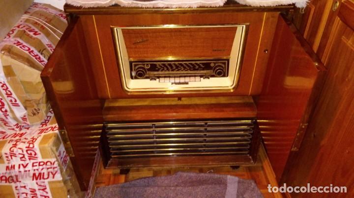 Radios antiguas: 2 APARATOS , 1 TV ANTIGUO SABA MAS 1 RADIO TOCADISCOS GRUNDIG - Foto 8 - 220665640