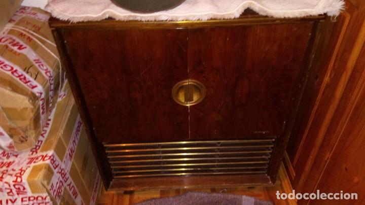 Radios antiguas: 2 APARATOS , 1 TV ANTIGUO SABA MAS 1 RADIO TOCADISCOS GRUNDIG - Foto 9 - 220665640