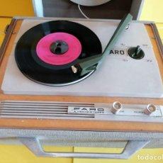 Radios antiguas: TOCADISCOS PORTATIL AÑOS 60 MARCA * FARO TRANSISTORES* PERFECTO ESTADO. Y SONIDO MUY BUENO. Lote 221396673