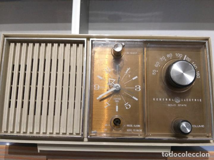 RADIO RELOJ DE GENERAL ELECTRIC AÑO 1970 MOD.PBC2420F (Radios, Gramófonos, Grabadoras y Otros - Transistores, Pick-ups y Otros)