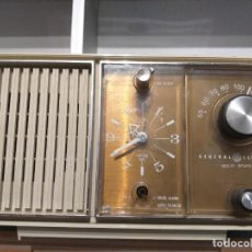 Radios antiguas: RADIO RELOJ DE GENERAL ELECTRIC AÑO 1970 MOD.PBC2420F. Lote 221405387