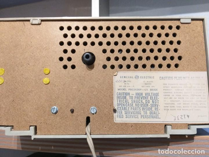Radios antiguas: RADIO RELOJ DE GENERAL ELECTRIC AÑO 1970 MOD.pbc2420f - Foto 3 - 221405387