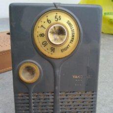 Radios antiguas: RADIO ANTIGUA EMERSON VANGUARD CON FUNDA DE 18 CMS. DE ALTO X 10 CMS. DE ANCHO X. Lote 221647607