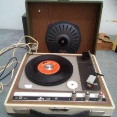 Radios antiguas: TOCADISCOS ANTIGUA EN MALETA COSMO 751 DE 13 CMS. DE ALTO X 33 DE ANCHO X 30 DE FONDO. Lote 221649213