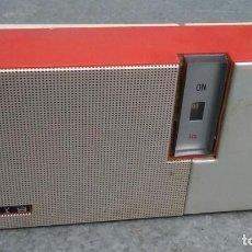 Radios antiguas: RADIO TRANSISTOR ANTIGUO MARCA LAVIS 200 DE 8 CMS. DE ALTO X 15 DE ANCHO X 4 DE FONDO. Lote 221653095
