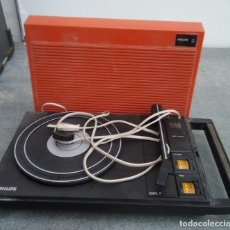 Radios antiguas: TOCADISCOS ANTIGUO PORTATIL MARCA PHILIPS. Lote 221664616