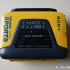 Radios antiguas: WALKMAN SONY SPORTS AUTO REVERSE RADIO CASSETTE PLAYER WM-BF59 AMARILLO NO FUNCIONA. Lote 221682278