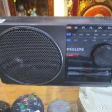 Radios antiguas: RADIO TRANSISTOR PHILIPS MODELO D-2010 MEDIDA 21X12X4 CM. FUNCIONANDO. Lote 221699788