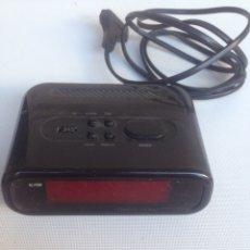 Radios antiguas: RADIO DESPERTADOR A PILAS DE 9 V Y A LA RED. Lote 222084668