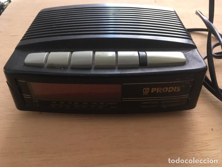 Radios antiguas: Radio despertador -alarma ,a pilas y a corriente eléctrica - Foto 2 - 222137936