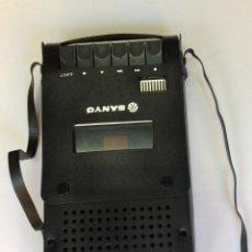Radios antiguas: -CASSETTE VINTAGE SANYO ,CON FUNDA ORIGINAL. Lote 224313526