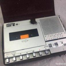 Radios antiguas: RADIO TRANSISTORES SONY CFM-800 CON SU ESTUCHE ORIGINAL, FUNCIONA AM FM ONDA CORTA (NO EL CASSETTE). Lote 224601001