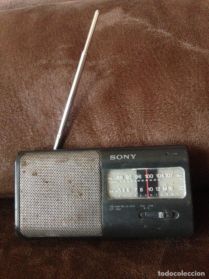 RADIO TRANSISTOR SONY CON AM/FM MODELO. ICF-380,-FUNCIONA. (Radios, Gramófonos, Grabadoras y Otros - Transistores, Pick-ups y Otros)